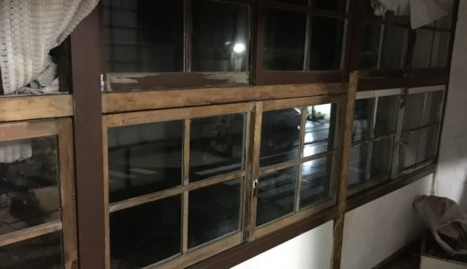 本日の大工作業日誌4  〜ガラスのシールと窓枠のペンキの剥がし方〜